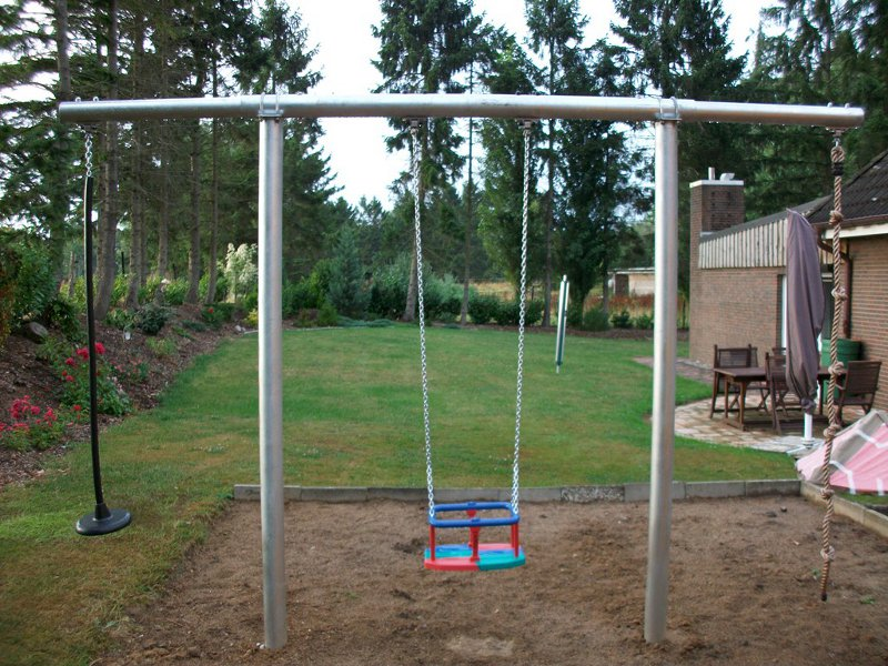 Metal swing swing frame e beckmann en for Swing set frame only